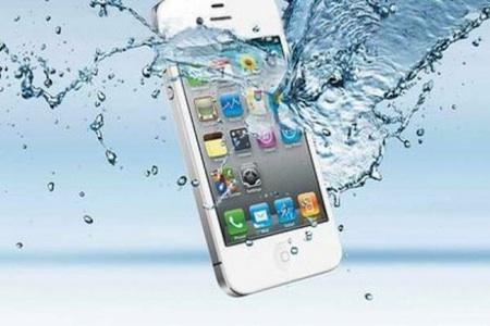 Que hacer si tu celular cae al agua